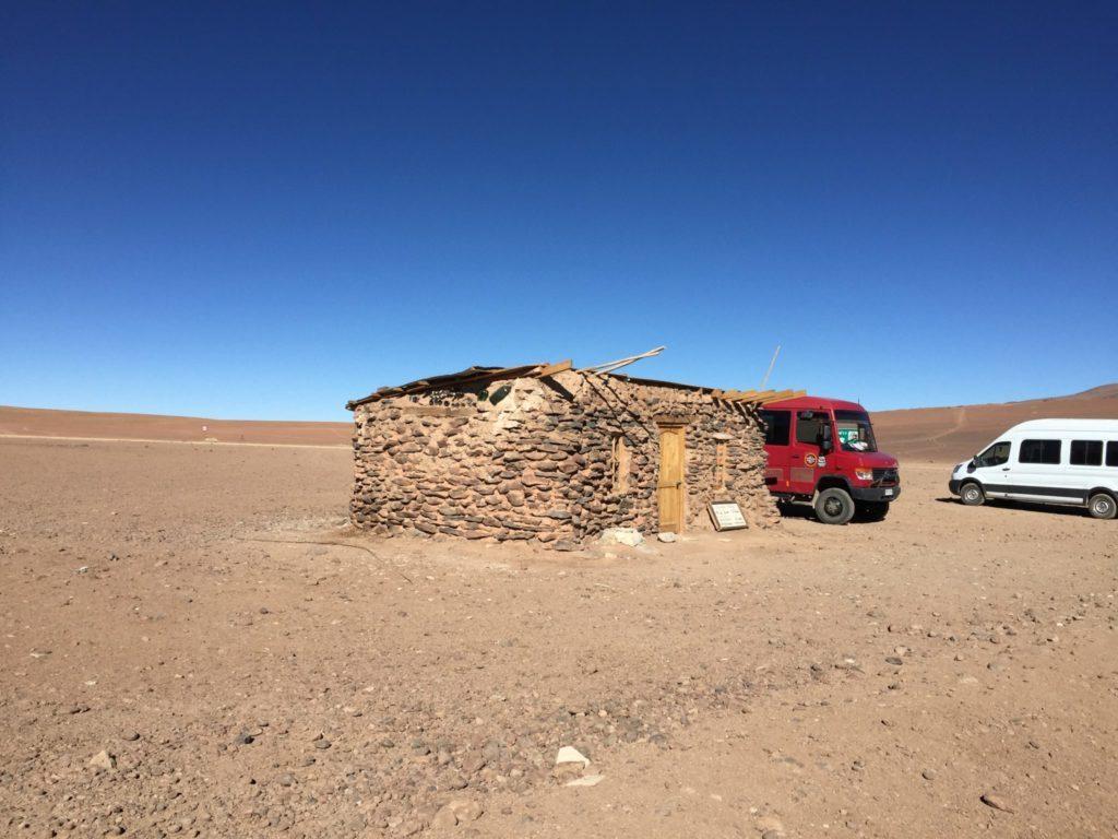 Salar de Uyuni (o las Salinas, como nos gusta llamarlas) son mundialmente famosos por ser muy plano y muy salado.