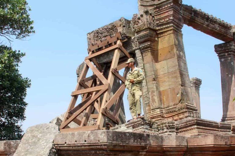 Hombre del ejército que protege el templo de Preah Vihear.