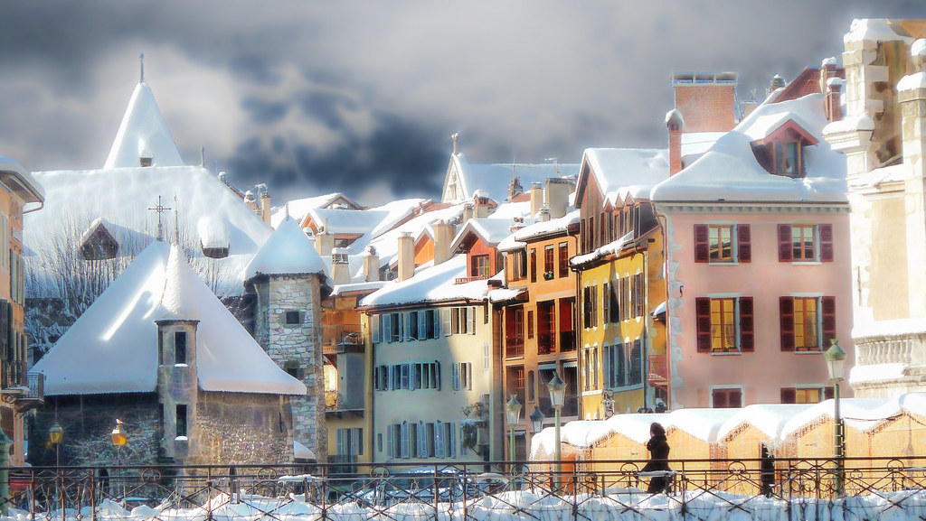 Annecy es una pequeña ciudad alpina dentro de la región de la Alta Saboya de Francia