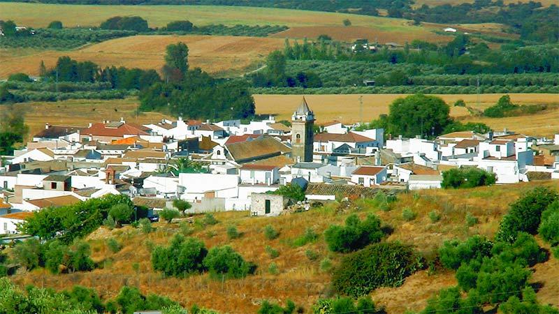 Peñaflor es un lugar idóneo para realizar rutas de senderismo y cicloturismo