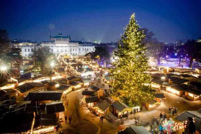 Mercados navideños en Austria, una hermosa vista de luces y stands en Viena