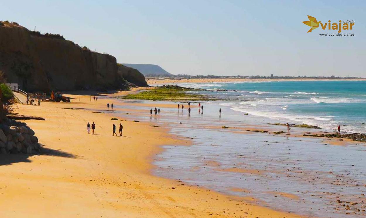 Conil de la Frontera un paraíso de playas y calas cerca de Cádiz