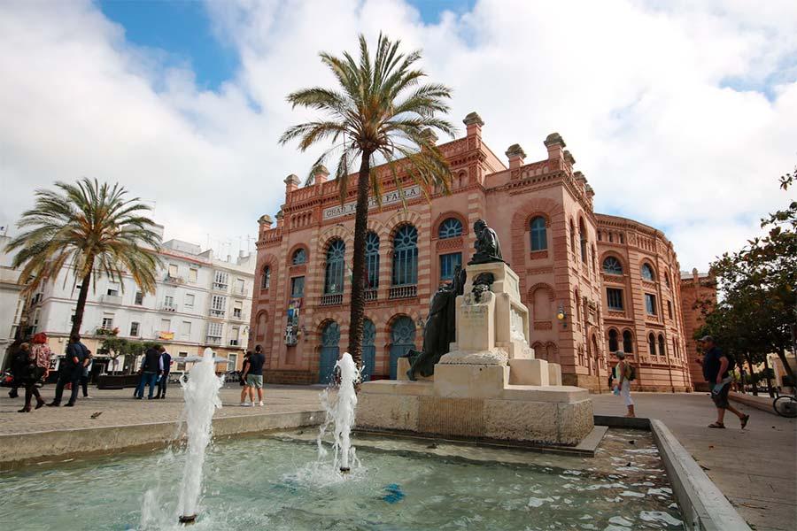 Gran Teatro Falla es un teatro en la ciudad de Cádiz